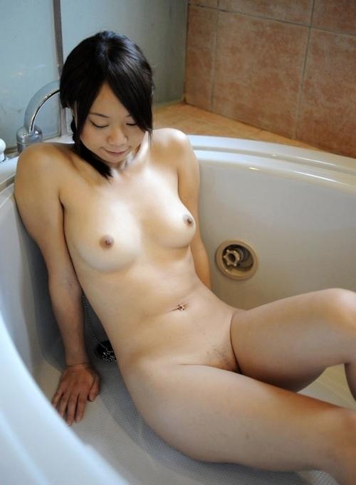 美乳な素人美女 北乃優子のセクシーヌード画像 3