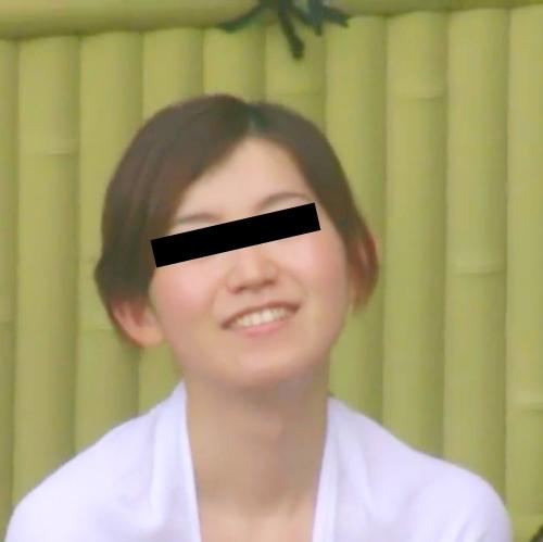 露天風呂で盗撮された?Cカップ美乳な日本の素人美女のヌード画像  2
