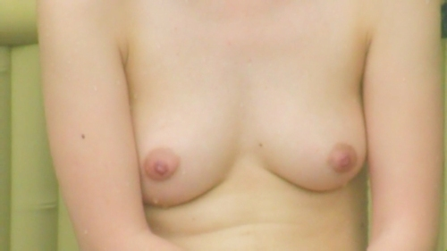 露天風呂で盗撮された?Cカップ美乳な日本の素人美女のヌード画像  12