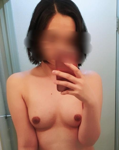真面目な妻という素人美女の自分撮りセクシー画像 9