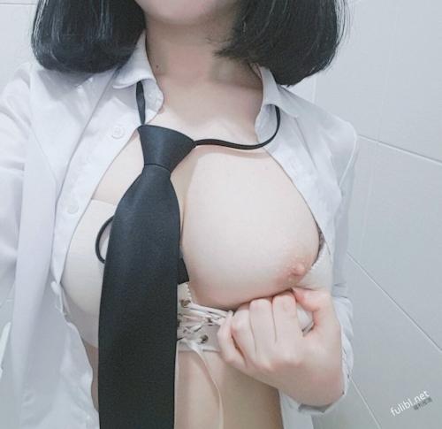 """韓国の美少女""""女神""""の自分撮りヌード画像 4"""