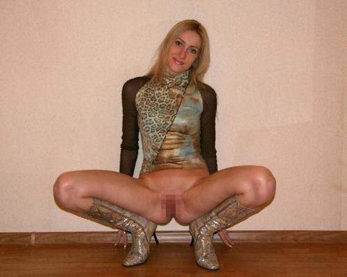 ロシアの金髪スレンダー美人女子大生をモデルにヌード撮影の後ハメ撮りしてる画像 2
