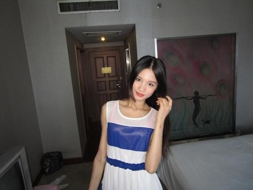 ガリガリスレンダーなアジアン美女のヌード画像 2