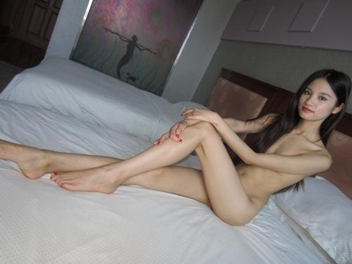 ガリガリスレンダーなアジアン美女のヌード画像 9