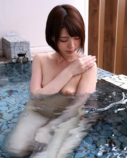 微乳美少女の温泉セックス画像 9