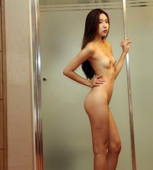 スレンダーな韓国美女モデルのヌード画像 3