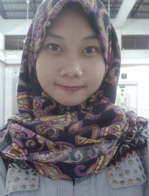 美乳なイスラム素人美女のおマ○コくぱぁ自分撮りヌード画像 1