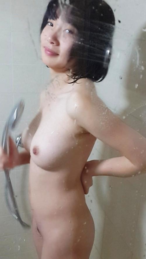 美乳な清楚系素人美少女のシャワーヌード画像 1