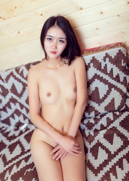 陥没乳首の中国素人美女のヌード画像 5