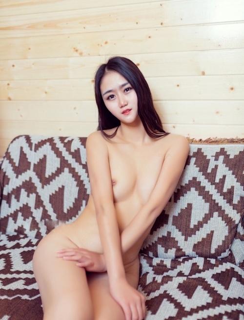 陥没乳首の中国素人美女のヌード画像 6
