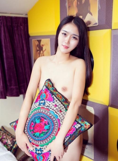 陥没乳首の中国素人美女のヌード画像 7