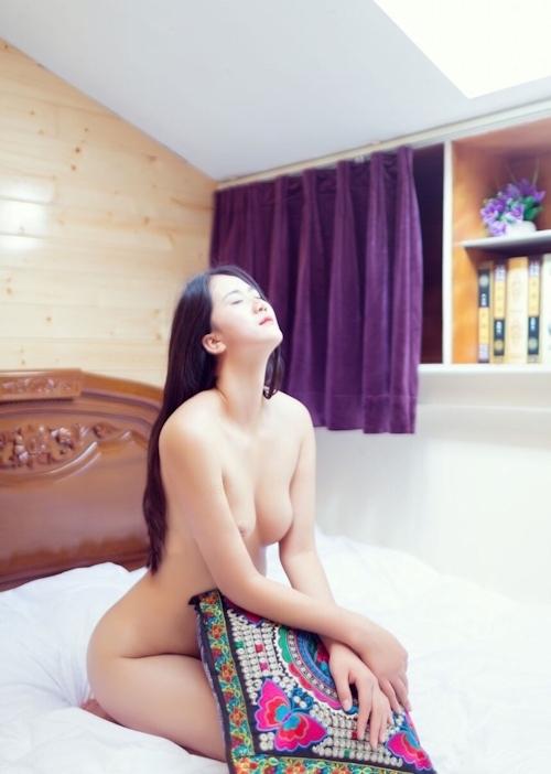 陥没乳首の中国素人美女のヌード画像 9
