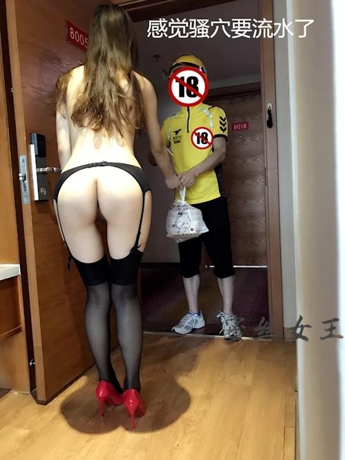 デリバリーをほぼ裸のセクシーランジェリー姿で受け取る素人女性のセクシー画像  4