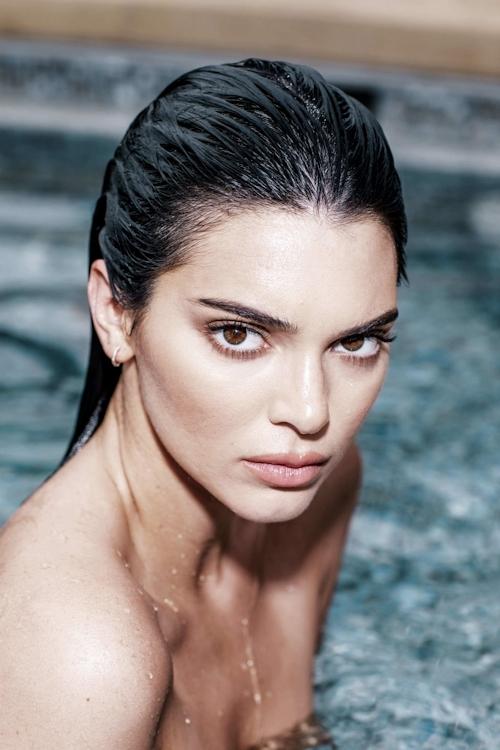 アメリカ美女モデル Kendall Jenner(ケンダル・ジェンナー)の全裸ヌード画像 2