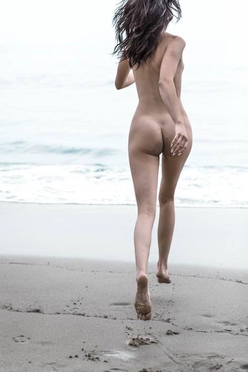 アメリカ美女モデル Kendall Jenner(ケンダル・ジェンナー)の全裸ヌード画像 3