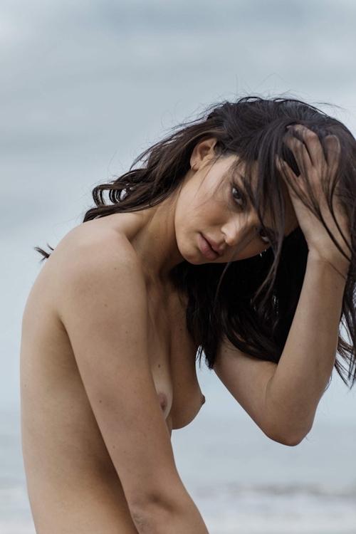 アメリカ美女モデル Kendall Jenner(ケンダル・ジェンナー)の全裸ヌード画像 11