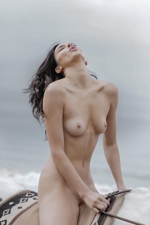 アメリカ美女モデル Kendall Jenner(ケンダル・ジェンナー)の全裸ヌード画像 12