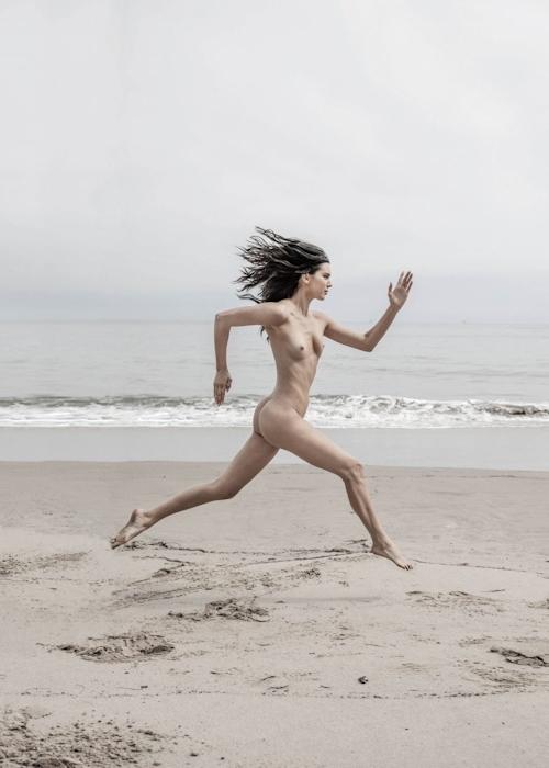 アメリカ美女モデル Kendall Jenner(ケンダル・ジェンナー)の全裸ヌード画像 23