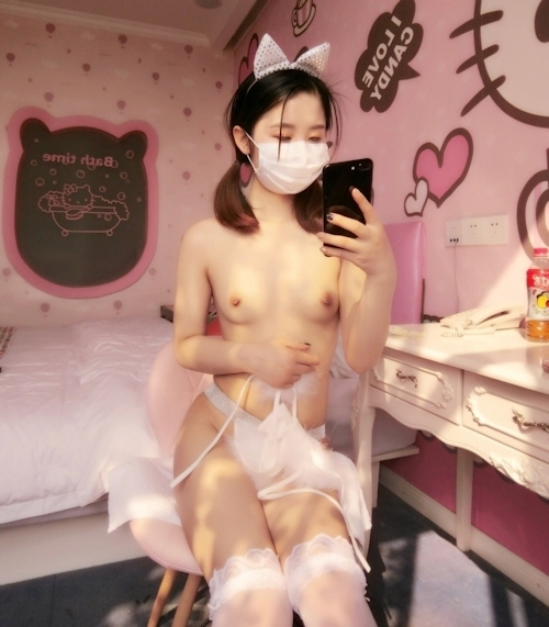 美微乳パイパン少女の自分撮りヌード画像 6