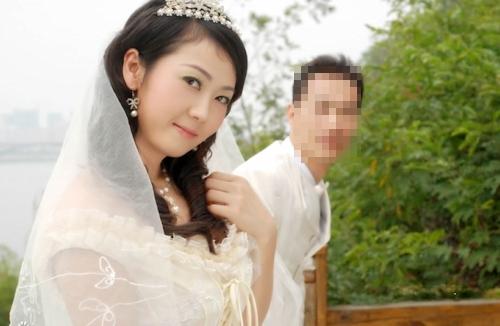 美乳な美女モデルの流出した新婚旅行セックス画像 1
