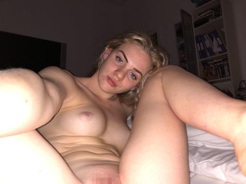 イギリスの金髪ティーン美女の自分撮りヌード画像 9