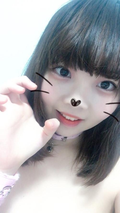 キュートな美少女の自分撮りおっぱい画像 7