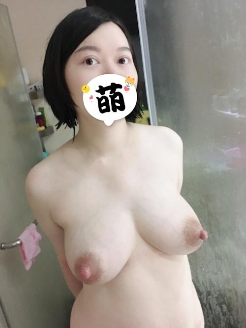 すごいロケット巨乳な人妻のヌード画像 4