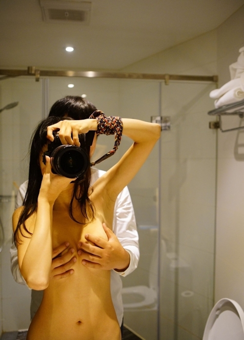 撮影しながらおっぱいカメラマンにおっぱい揉まれてる中国美女モデルのヌード画像 9