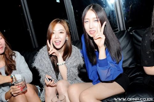 韓国のパリピギャルがイベントではじけてるセクシービキニ画像 2