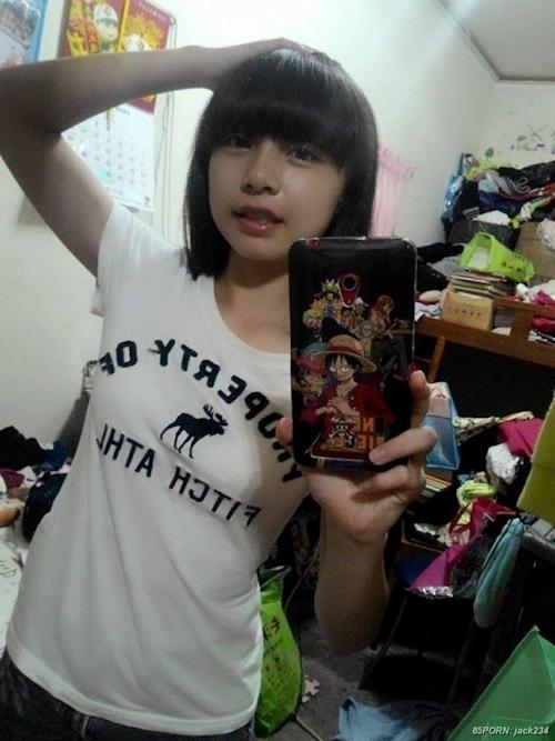 台湾の10代美少女女子学生の自分撮りヌードが流出 1