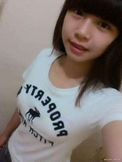 台湾の10代美少女女子学生の自分撮りヌードが流出 2