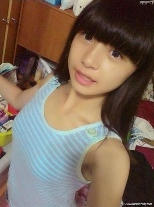 台湾の10代美少女女子学生の自分撮りヌードが流出 4