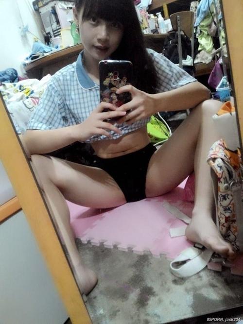 台湾の10代美少女女子学生の自分撮りヌードが流出 5