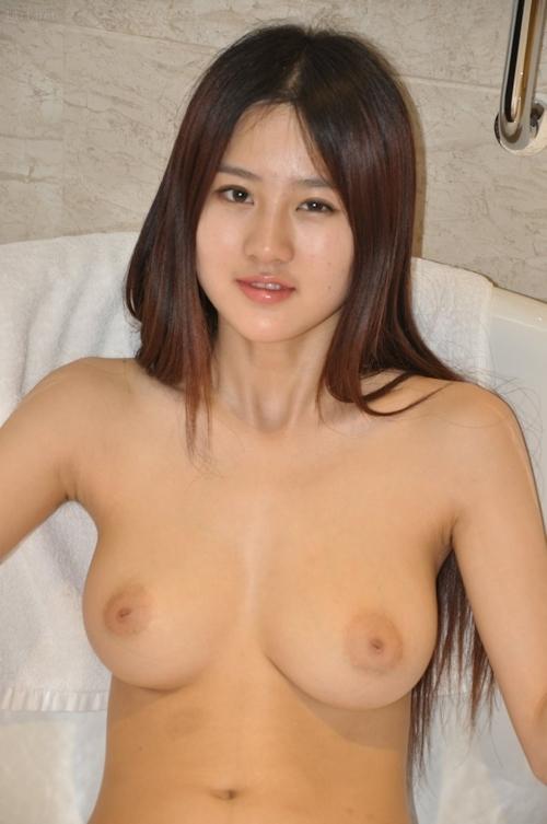 中国の巨乳美少女モデルのヌード画像 6