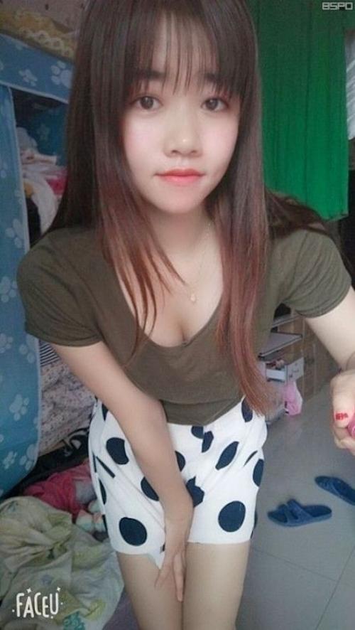 美人女子大生の自分撮りマ○コ画像 1