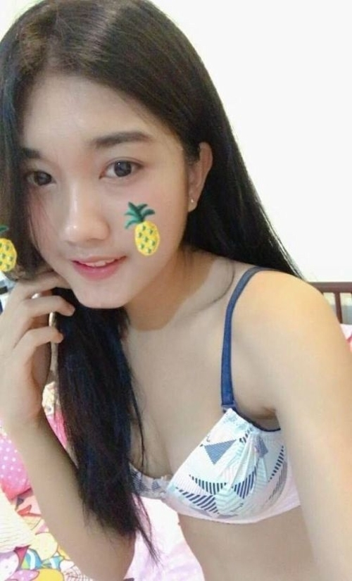 スレンダーなアジアン美少女の自分撮りヌード画像 2