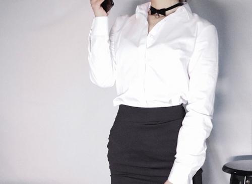 スレンダーな高級クラブ女性キャストのセクシーランジェリー&M字開脚自分撮り画像 1
