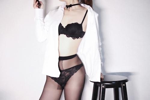 スレンダーな高級クラブ女性キャストのセクシーランジェリー&M字開脚自分撮り画像 4