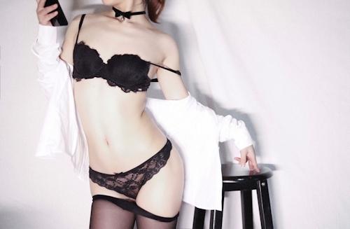 スレンダーな高級クラブ女性キャストのセクシーランジェリー&M字開脚自分撮り画像 5