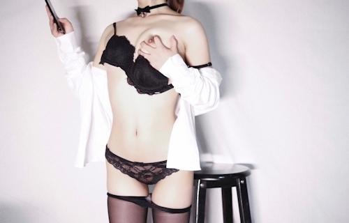 スレンダーな高級クラブ女性キャストのセクシーランジェリー&M字開脚自分撮り画像 7