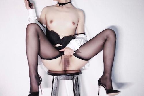 スレンダーな高級クラブ女性キャストのセクシーランジェリー&M字開脚自分撮り画像 11