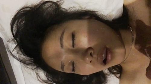 熟睡してるガールフレンドの服を脱がして撮影したヌード画像? 8