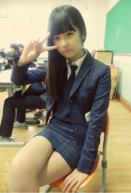 韓国の清楚系美少女の自分撮りヌード画像 1