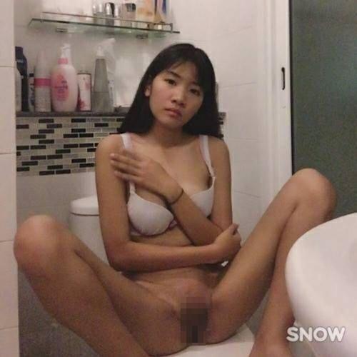 Eカップ美乳&陰毛濃い目のアジアン美少女の自分撮りヌード画像  4