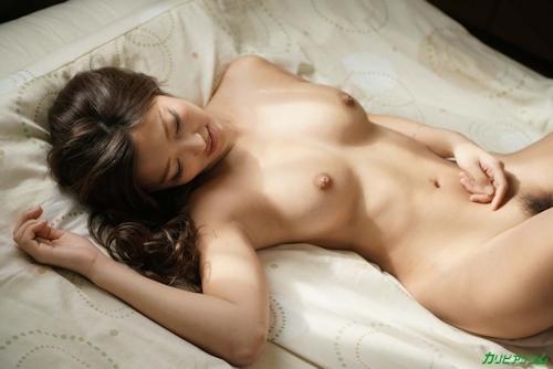 年上男性にマウントして妖艶な身体をくねらせる 百多えみり 7