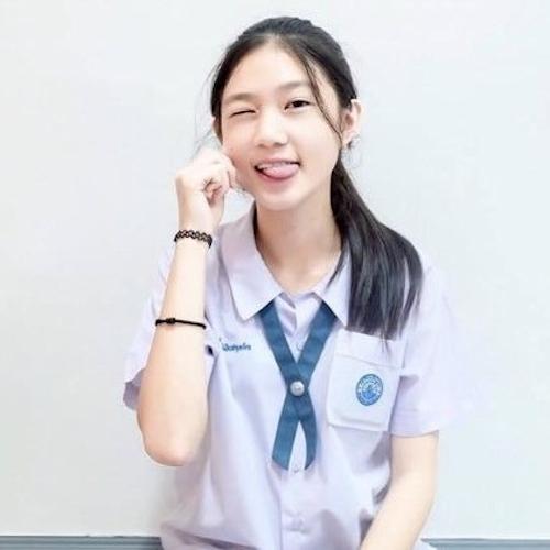タイ美少女のM字開脚自分撮りヌード画像 1