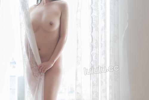 JK制服を着た美乳少女のヌード画像 15