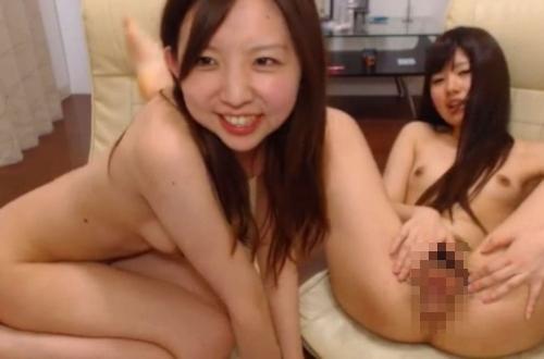 可愛い女の子2人が全裸で配信してたライブチャット画像 9