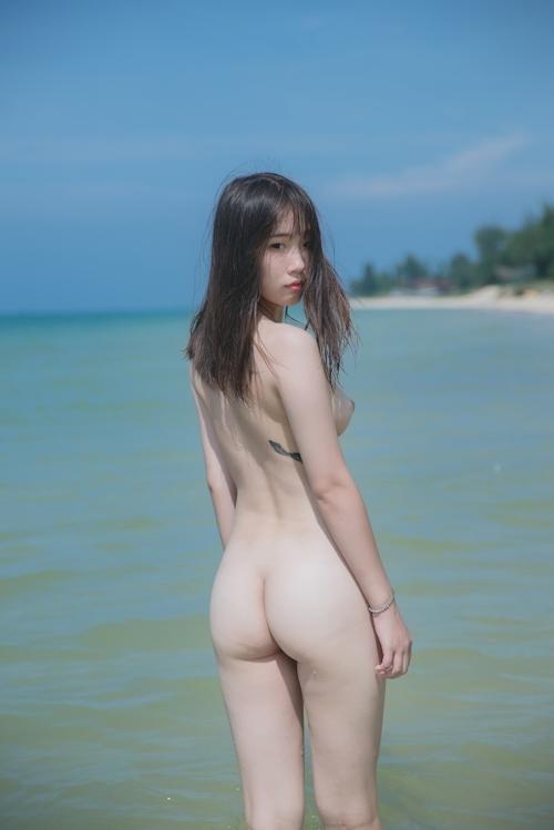 美乳&パイパン美少女を南の島で撮影したスケスケ衣装&ヌード画像 6