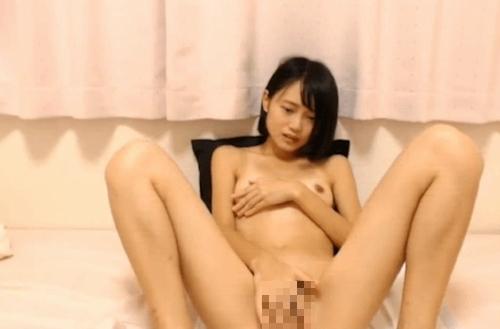 可愛いスレンダーな美少女が全裸でオナニーしてる画像 7